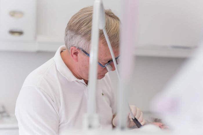 Tandrensning af tandlæge på Amager