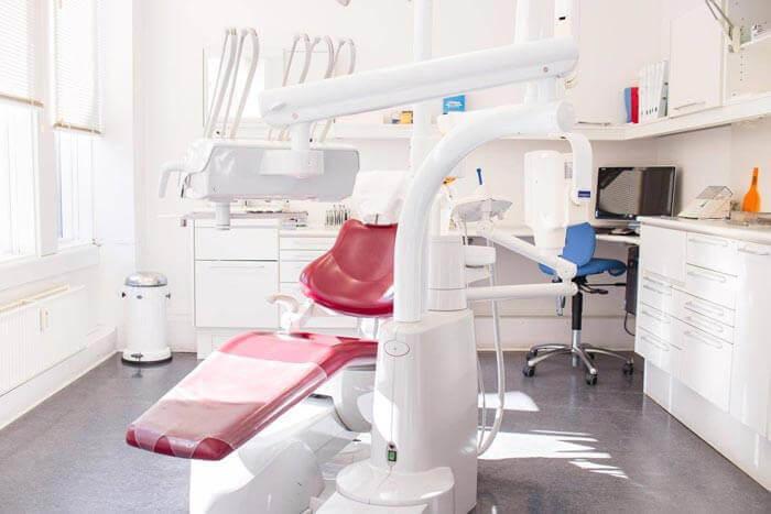 Tandlægestol på klinik på Amager